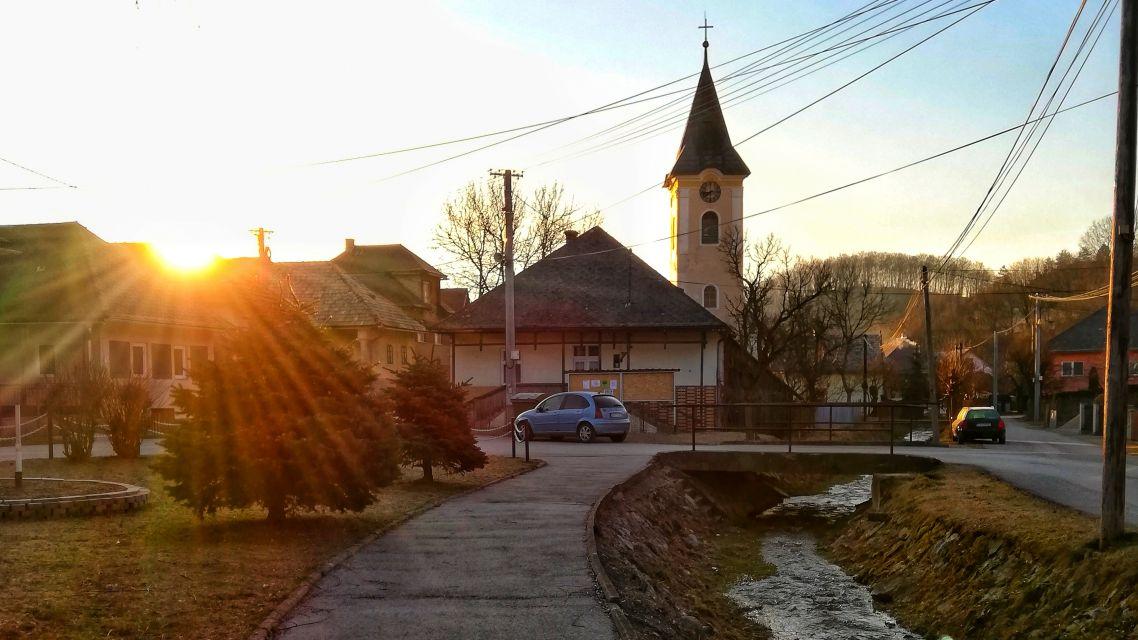Prebúdzajúca sa dedinka...